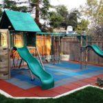 Пример обустройства детской площадки на даче