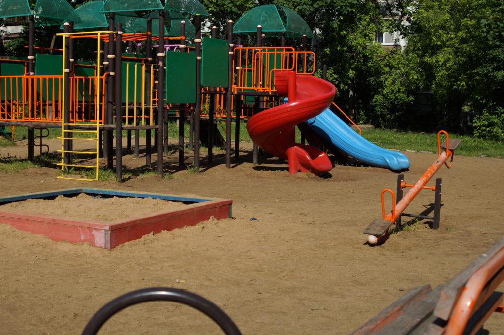 Детская площадка в песке