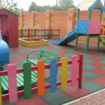 Дачный вариант детской площадки с резиновой плиткой