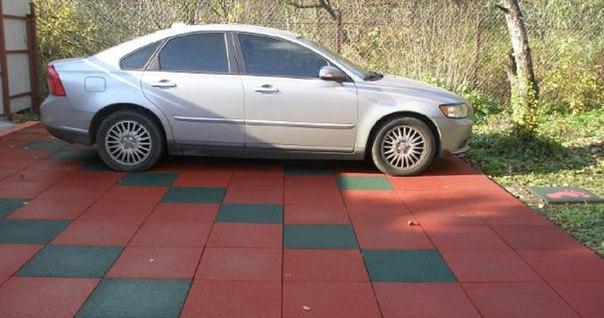 Резиновая плитка на даче под парковку