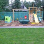 Небольшая детская площадка на даче