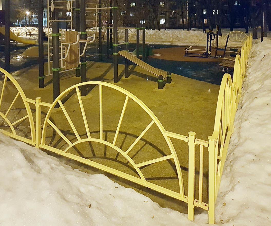 Ухоженная детская площадка