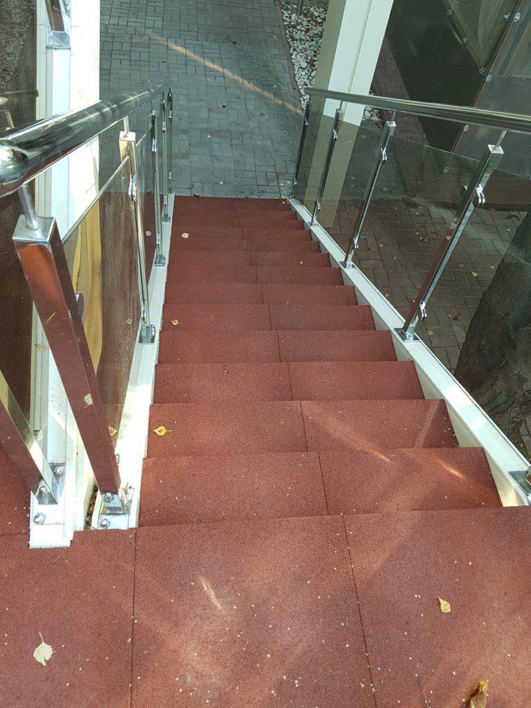 Травмобезопасное покрытие лестницы