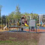 Детская игровая площадка весной