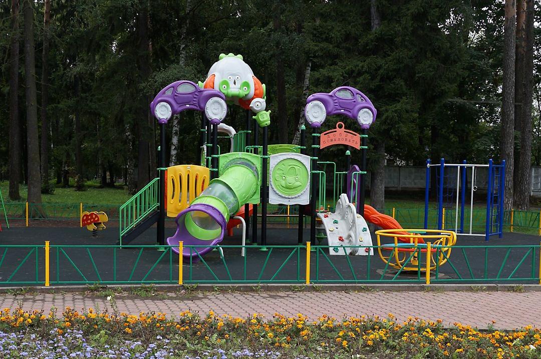 Безопасные конструкции для детских площадок