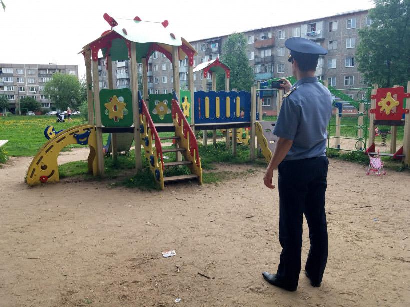 Инспекция детской площадки в Наро-Фоминске