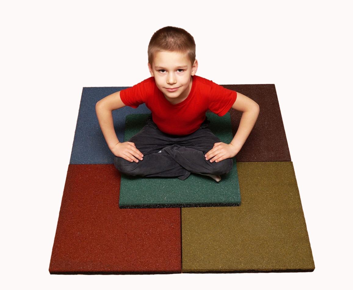 Спортивный ребенок на плитке