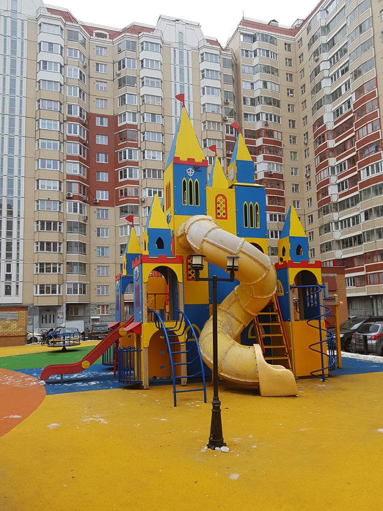 Детская площадка и покрытие из резиновой крошки
