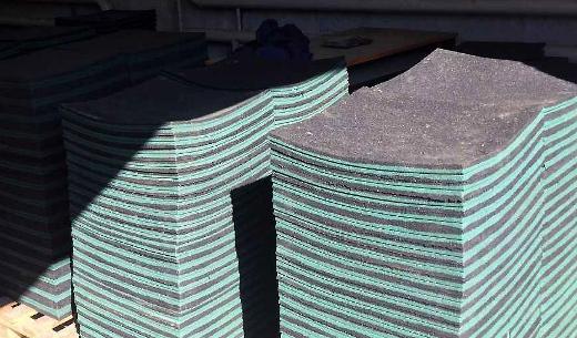 Прогиб резиновой плитки