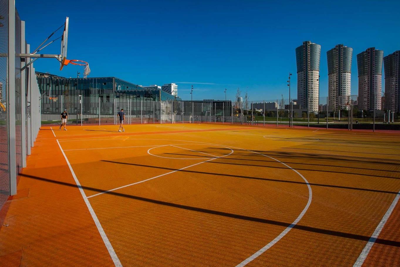 Баскетбольная площадка в Москве на Ходынском поле
