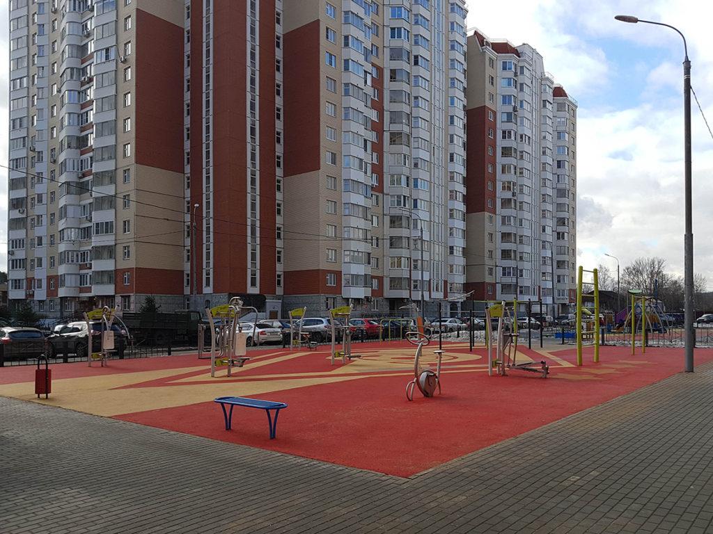 Дизайнерское решение спортивной площадки на придомовой территории