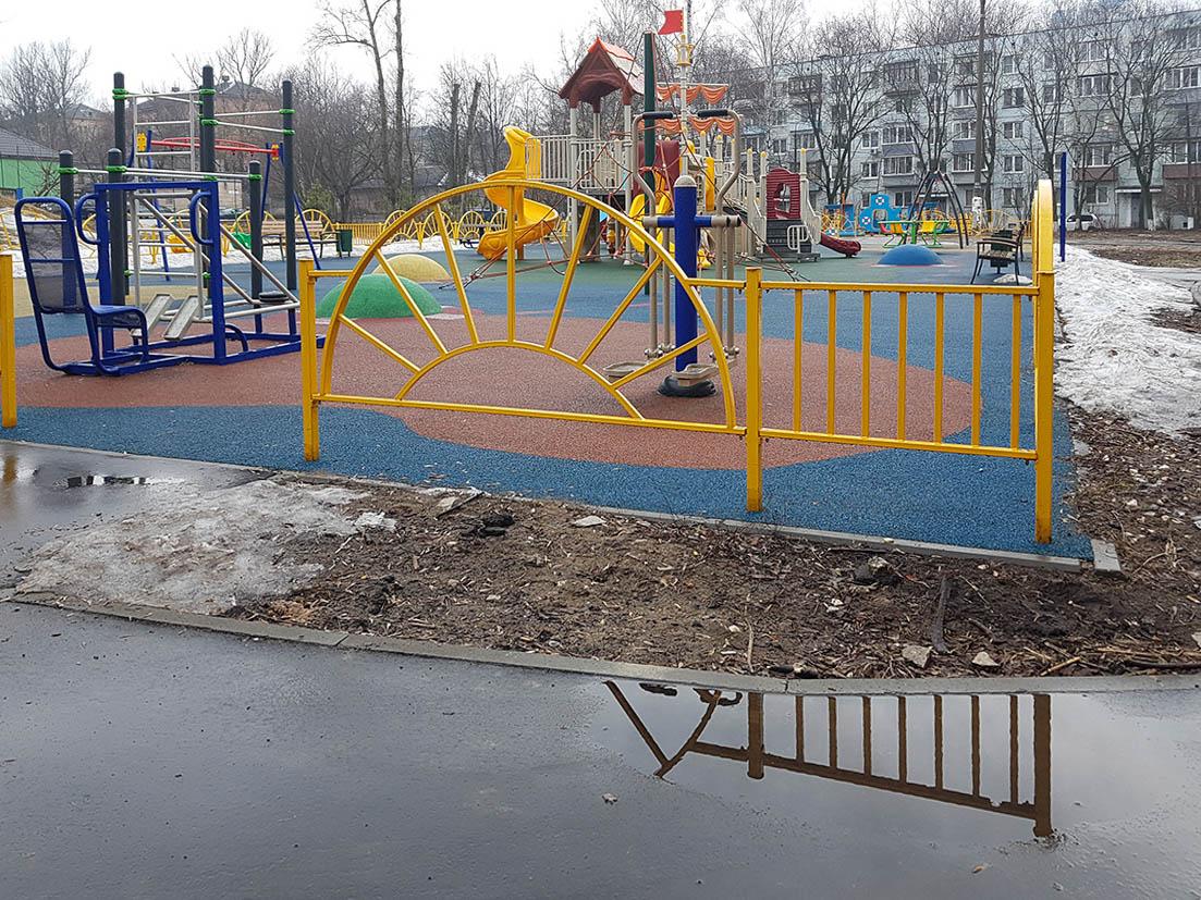 Детская площадка без луж