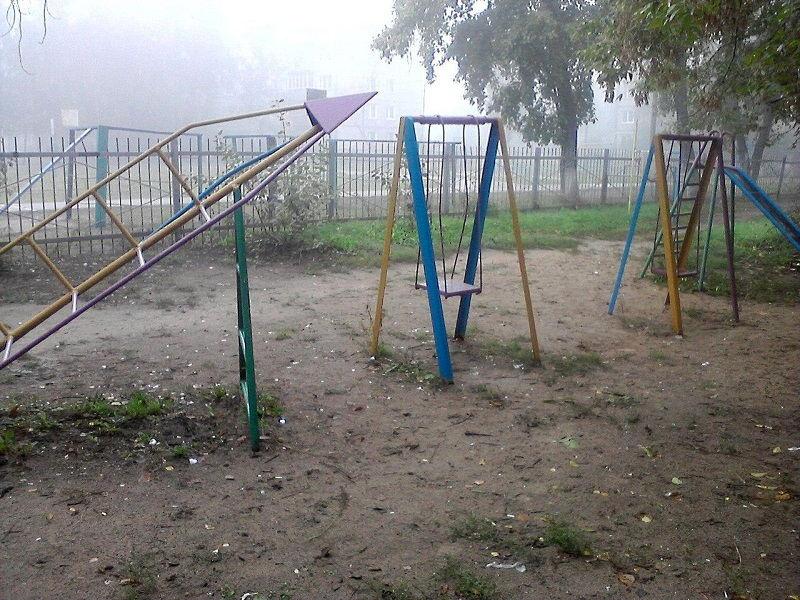 Детская площадка старого типа