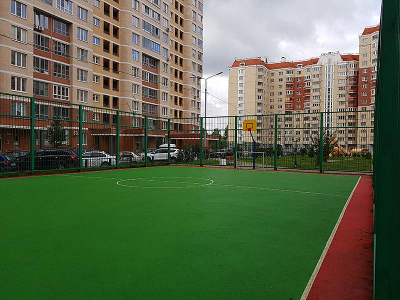 Городское благоустройство со спортивной площадкой МКД