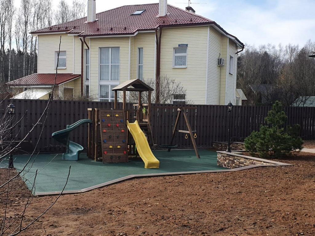 Резиновая плитка в детской игровой зоне