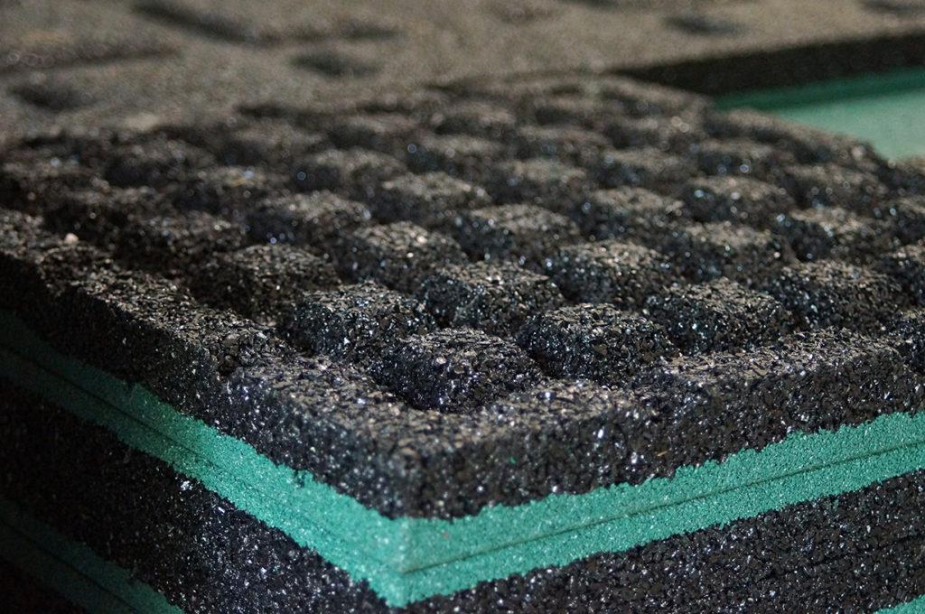 Зачепы резиновой плитки для сыпучей поверхности