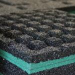 Зацепы резиновой плитки для сыпучей поверхности