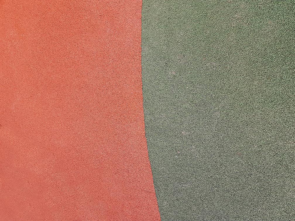 Зеленый и терракотовый цвет травмобезопасного покрытия