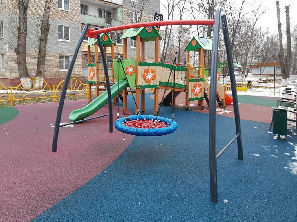 Эксплуатируемая зимой детская площадка