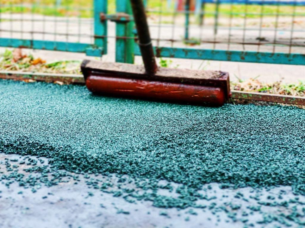 Обустройство резинового покрытия на площадке