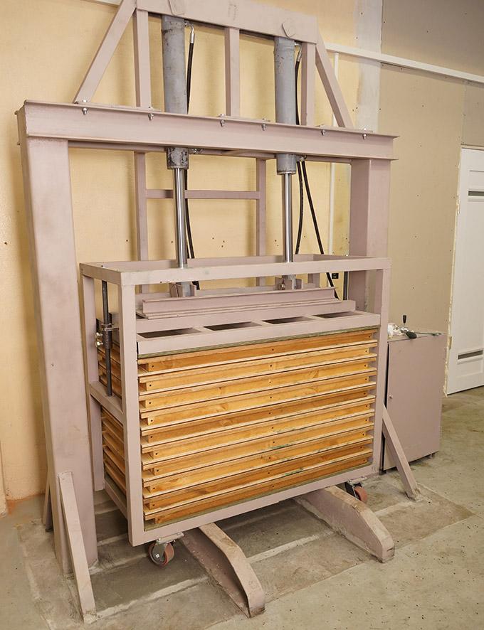 Рабочая станция для прессования резиновой плитки