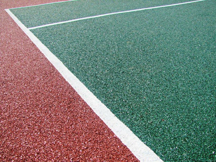 Эластичное покрытие спортивной площадки из резиновой крошки