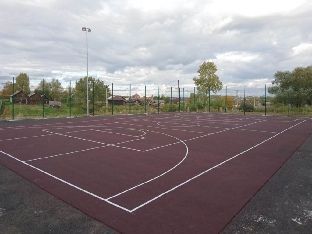 Спортивная площадка с терракотовым резиновым покрытием