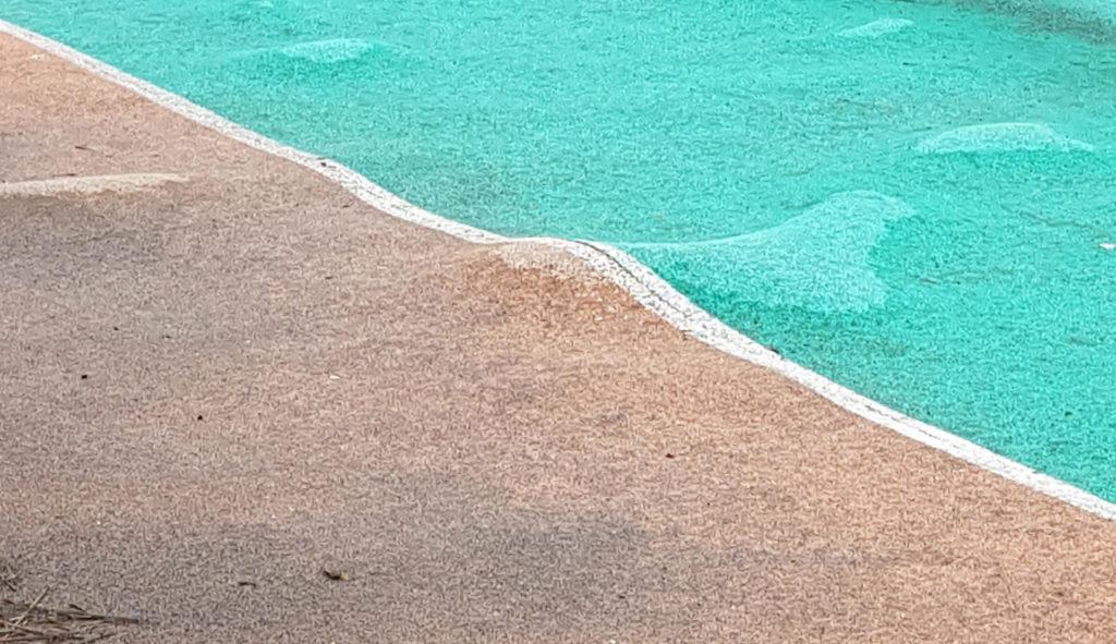 Вспучивание резинового покрытия детской площадки