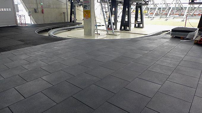 Резиновая плитка под трибунами стадиона