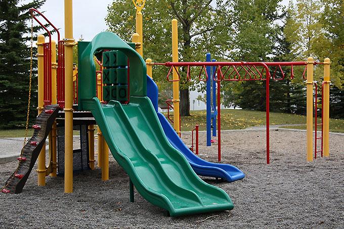 Детская площадка на сыпучем основании