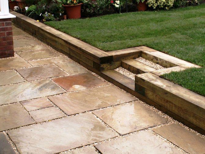 Применение деревянных бордюров на дачном участке