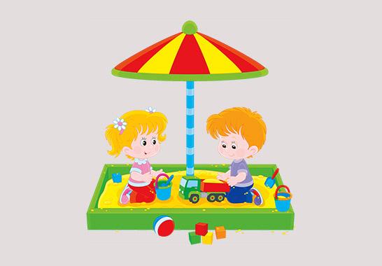 Дети в песочнице с игрушками