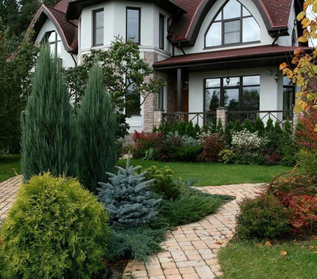 Красивый фасад загородного дома
