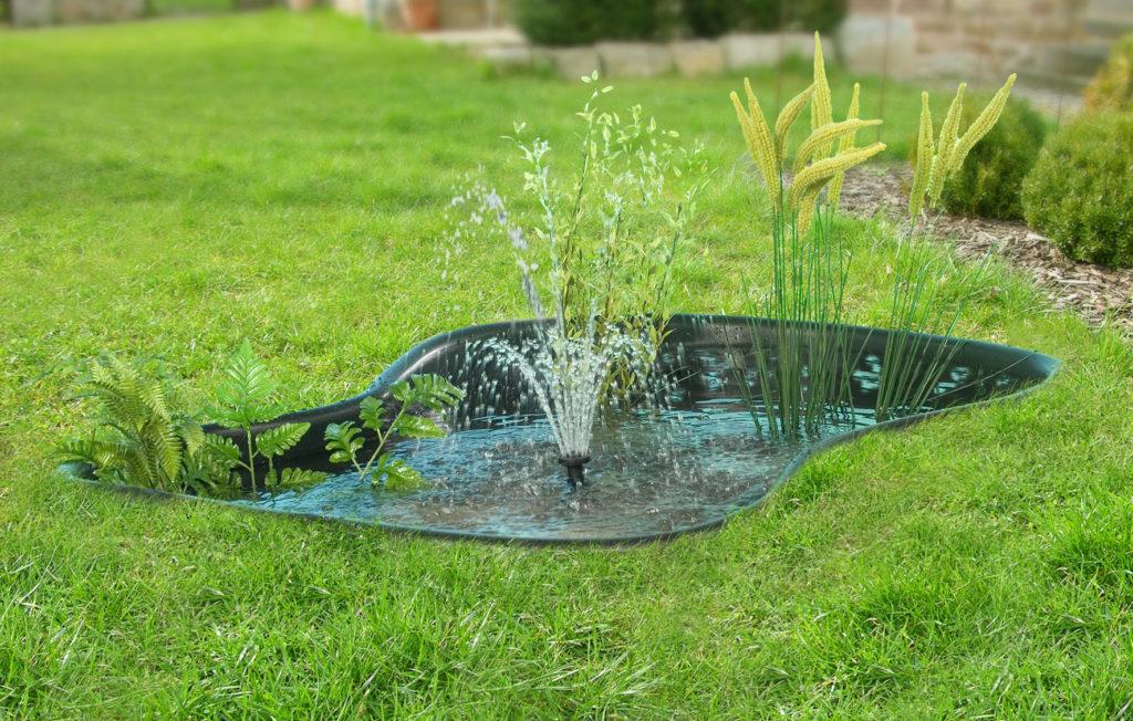 Пластиковый водоем с фонтаном