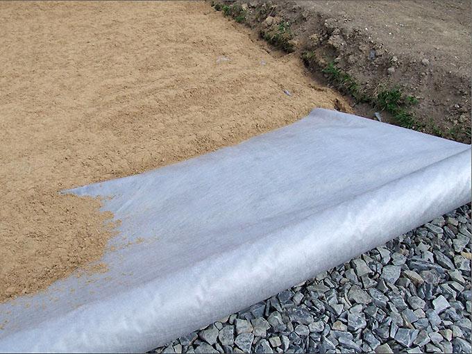 Разделитель слоев подушки сыпучего основания