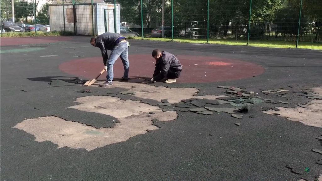 Удаление резинового покрытия с площадки